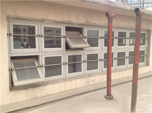 泄爆玻璃窗